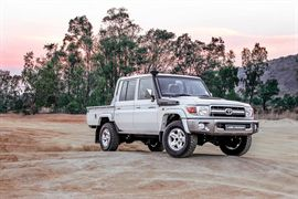 toyota land-cruiser-79 thumb