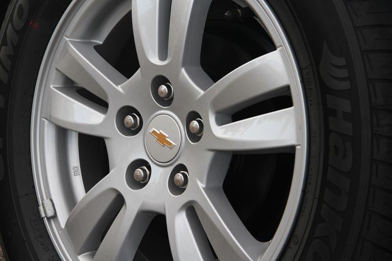 Chevrolet sonic-sedan
