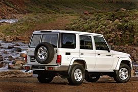 toyota land-cruiser-76 thumb