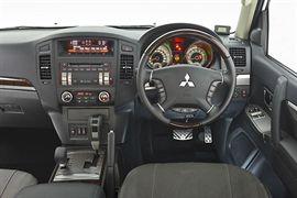Mitsubishi pajero thumb