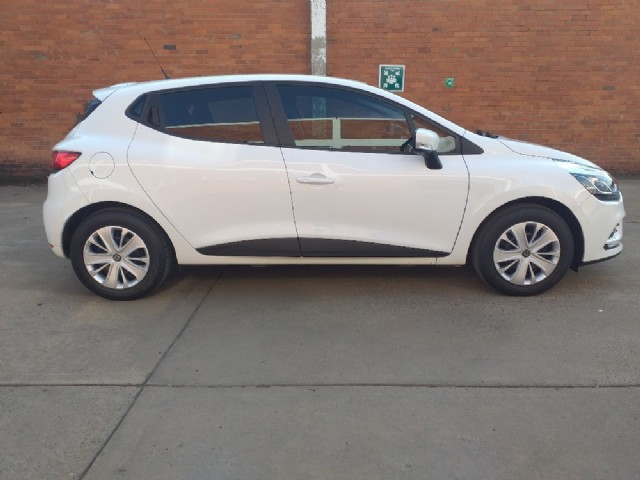 Manual Renault Clio 2020 for sale